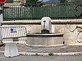 Fontaine située à proximité de la gendarmerie d'Embrun (Hautes-Alpes).jpg