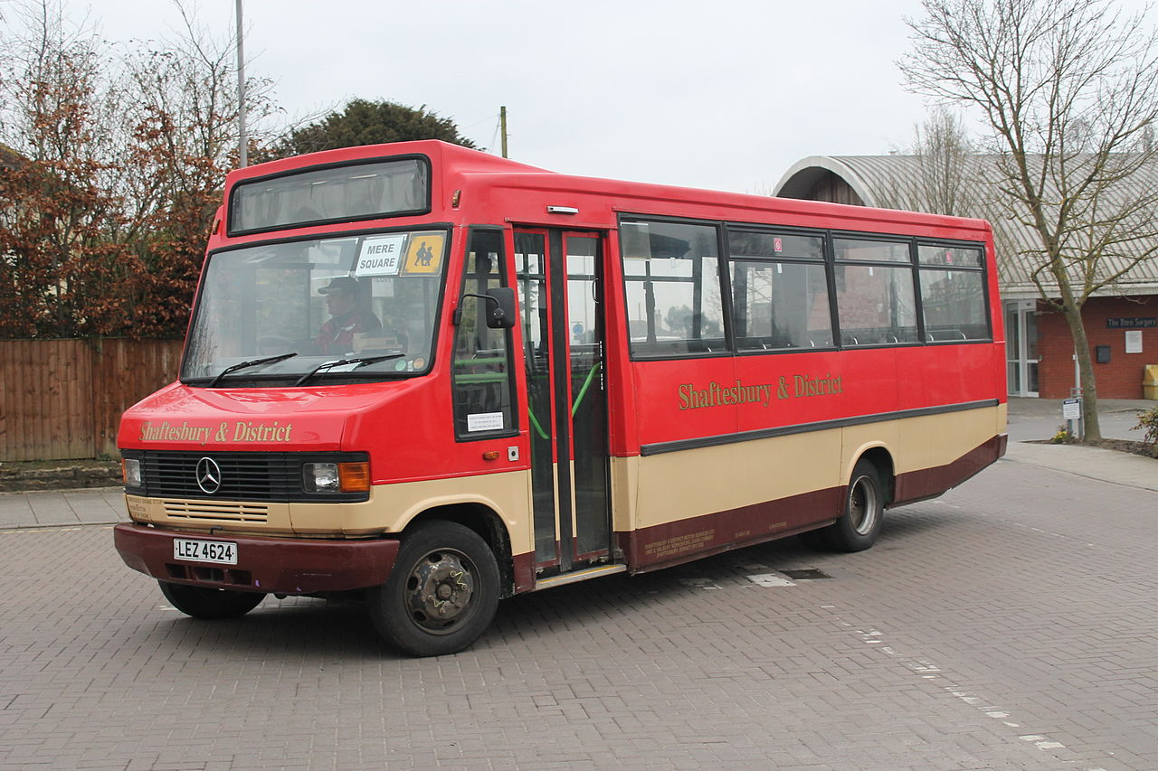 File former london country mercedes bus m461 jpa for What country is mercedes benz from