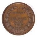 """Framsida av bronsmedalj med eklövs- och lagerkrans samt text """"Belgique"""" och """"Sénateur"""" - Skoklosters slott - 99213.tif"""