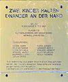 Friedensweg Donauinsel - Zwei Kinder halten einander an der Hand 01.jpg