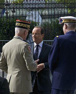 Général Bruno Dary Président François Hollande Amiral Edouard Guillaud 14 juillet 2012 Paris.jpg