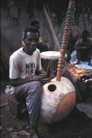Kora (instrument) - Master kora-maker Alieu Suso of the Gambia
