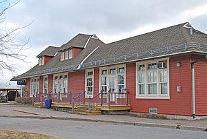 Beaconsfield station (RTM) - Image: Gare de Beaconsfield, 104, avenue Elm (Beaconsfield)