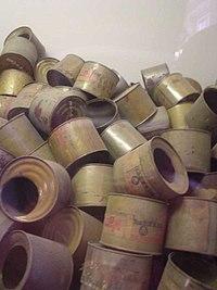 Envases vac�os de gas, encontrados por los Aliados al final de la Segunda Guerra Mundial