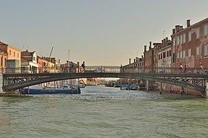 Le pont sur le rio del Ponte Lungo, à Venise.  (définition réelle 7360×4912)