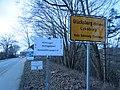 Glücksburg Ortsschild, Bahnhofsstraße Richtung Rüdeheck und Schild Wildvogel--Geflügelpest Beobachtungsgebiet (2017), Bild 1.jpg