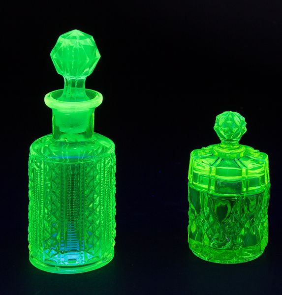 File:Glass flacon under UV light-1393.jpg