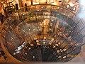 Glastrichter im La Fayette Berlin ohne Blitzlicht - panoramio.jpg