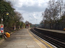 Grange Hill stn look south2