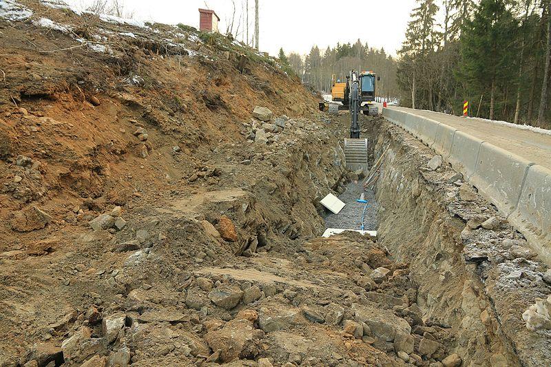 File:Graving etter Kronborgsæterlinna for nytt vann og avløpssystem VA i 2016 A.jpg