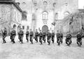 Gruppe von Infanteristen beim Bajonettfechten - CH-BAR - 3238136.tif