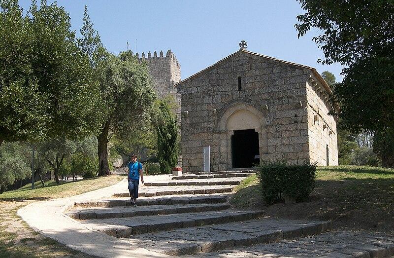 Attēls:Guimarães-Capela São Miguel do Castelo.jpg