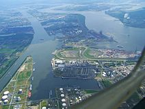 Luftaufnahme des Antwerpener Hafens