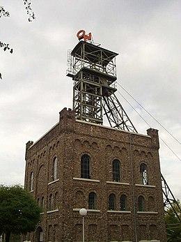Schachtgebouw van een Heerlense mijn.