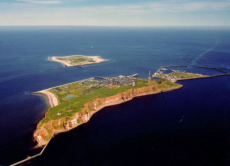 EU-127: Helgoland in the foreground and the Dune in the background
