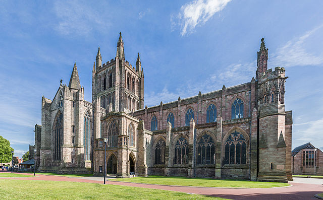640px-Hereford_Cathedral_Exterior_from_NW,_Herefordshire,_UK_-_Diliff.jpg (640×397)