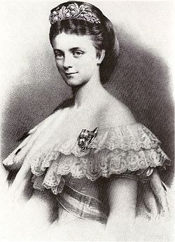 https://upload.wikimedia.org/wikipedia/commons/thumb/0/04/Herzogin_Sophie_Charlotte%2C_Braut_Ludwig_II.jpg/250px-Herzogin_Sophie_Charlotte%2C_Braut_Ludwig_II.jpg