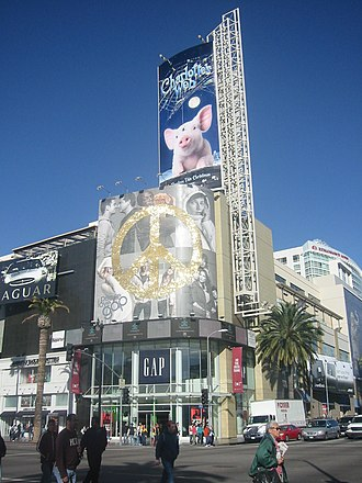 Hollywood and Highland Center - The corner of Hollywood and Highland in 2006.