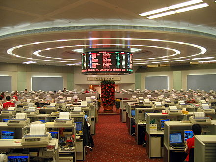 Trading floor of the Hong Kong Stock Exchange Hong Kong Exchange Trade Lobby 2007.jpg