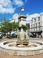 Huelgoat 58 La fontaine de la place centrale.jpg