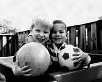 Family-centered practices - Image: Human eyesight two children and ball normal vision