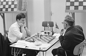Robert Wade (chess player) - Robert Wade (right) vs. Kick Langeweg (IBM international chess tournament 1961)