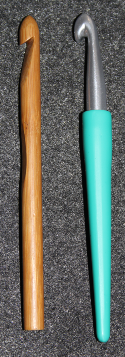 Inline and tapered crochet hooks.png