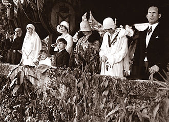 Elisabeth of Romania - George II and Elisabeth with the Romanian royal family, ca. 1930.
