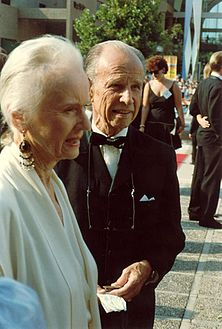 Jessica Tandy and Hume Cronyn at the 1988 Emmy Awards.jpg