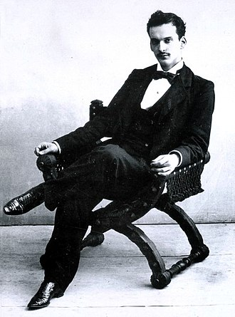 Julio Romero de Torres - Image: Julio Romero de Torres on chair