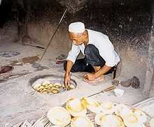 naan  a uyghur naan baker in kashgar