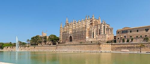 Kathedrale von Palma mit Parque del mar.jpg
