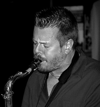 English: description: Ken Vandermark photograp...