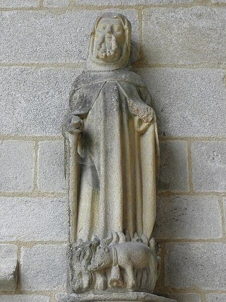 Statue de Saint-Herbot au porche des hommes de la chapelle Notre-Dame de Kernascléden (56).