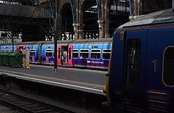 King's Cross railway station MMB 88 365511 365530.jpg