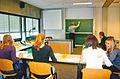 Klas met studenten kalligrafie en leraar.jpg