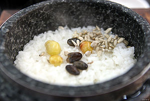Bap (food) - Image: Korea Icheon Dolsotbap Cooked rice in a stone pot 01