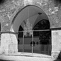 Kruisgang binnen de St James kerk Smeedijzeren hek, Bestanddeelnr 255-5366.jpg