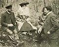 Léon Serpollet, Mme, et Henri Fournier, au kilomètre de Dourdan en 1902.jpg