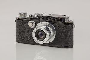 Leica III - Image: LEI0221 199 Leica III schwarz Umbau von Leica I Sn. 25629 1930 M39 Front view 6395 hf Bearbeitet