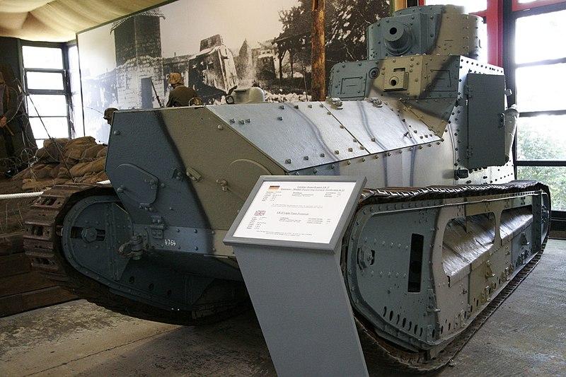 الحرب ال - الحرب العالميه الاولى 800px-LKII-prototype