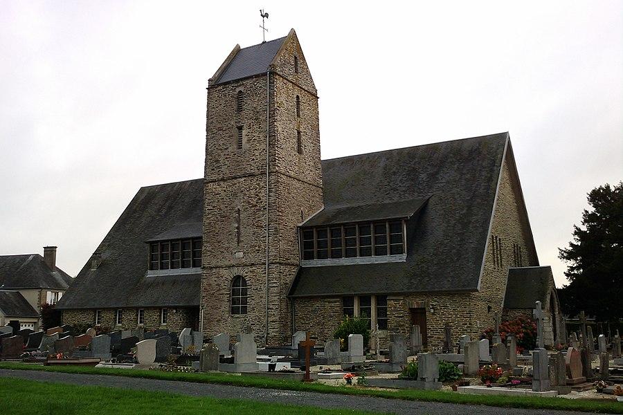 Église Saint-Pierre de la fr:La Chapelle-en-Juger Le porche et une partie de la tour à bâtière ont été épargnés par les bombardements de 1944