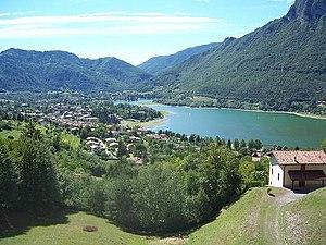 Lake Idro - Image: Lake Idro Italy 2005 08 16