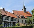 Leeden Stiftskirche Stiftshof 02.JPG