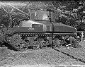 Legertentoonstelling Utrecht. Man met tank, Bestanddeelnr 902-7467.jpg