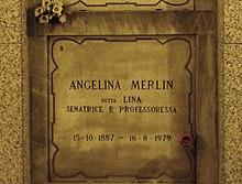 La tomba di Lina Merlin al Cimitero Monumentale di Milano