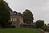 Logis et jardins Sainte-Catherine sous la pluie (Le Mont-Saint-Michel, Manche, France).jpg