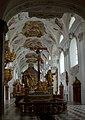 Luxueuse crypte de 38 princes du Tyrol - panoramio.jpg