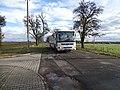 Máslovice, autobus 1583 vjíždí do vsi.jpg