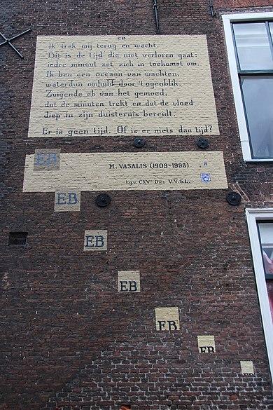 Gedicht van Vasalis op muur in Leiden